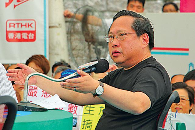 昨日在城市論壇,有中共政協稱未見天安門出現屠殺,同場的支聯會主席何俊仁斥其「厚顏無恥」。(蔡雯文/大紀元)