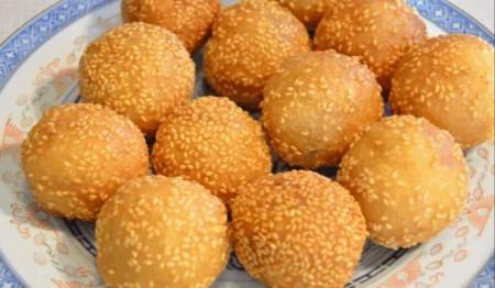 煎堆:福建晉江地區,端午節家家戶戶還要吃「煎堆」。(網絡圖片)