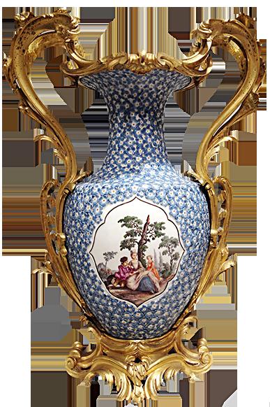 英國的切爾西(Chelsea)陶瓷廠出品的花瓶,梅花瓣瓷片鑲嵌,配以夫妻和女兒一家人悠然坐於樹下的美景。雅樂、情趣共賞。(圖片翻攝:Juliet Zhu/大紀元)