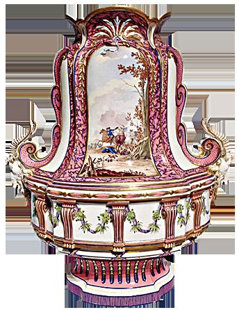 有「英雄的勝戰 」畫面的花瓶,由法國皇家瑟福(Sèvres)瓷器廠1762年出品。上有彩瓷裝飾,浮雕金箔,琺瑯彩「寶石」裝飾和精緻鍍金。(圖片翻攝:Juliet Zhu/大紀元)
