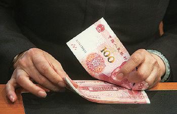 人民幣同樣在今年首個交易日下挫,兌美元跌穿6.51關口,與中間價齊續創逾4年半新低。(大紀元資料圖片)